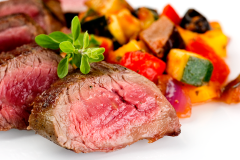Flank steak with grilled vegetables in tomato sauce(200 g beef flank, tomatoes,courgette, aubergine, pepper, olives, onion)